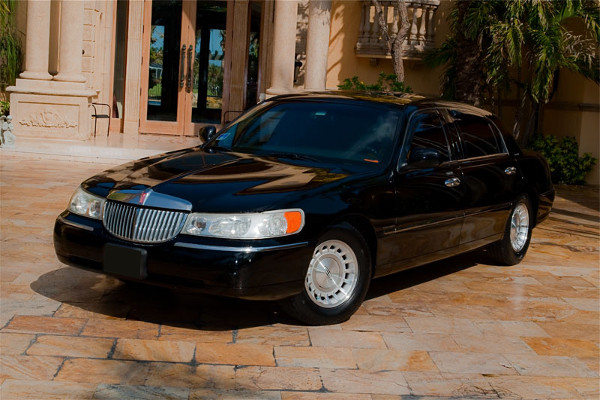Lincoln Sedan Lexington Rental