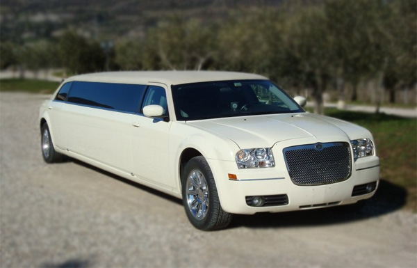 Lexington 10 Passenger Limo